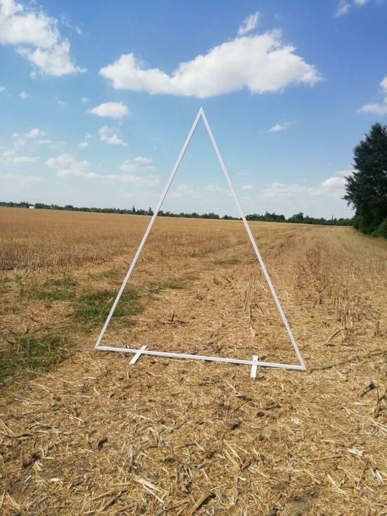 slavobrána triangl bílý