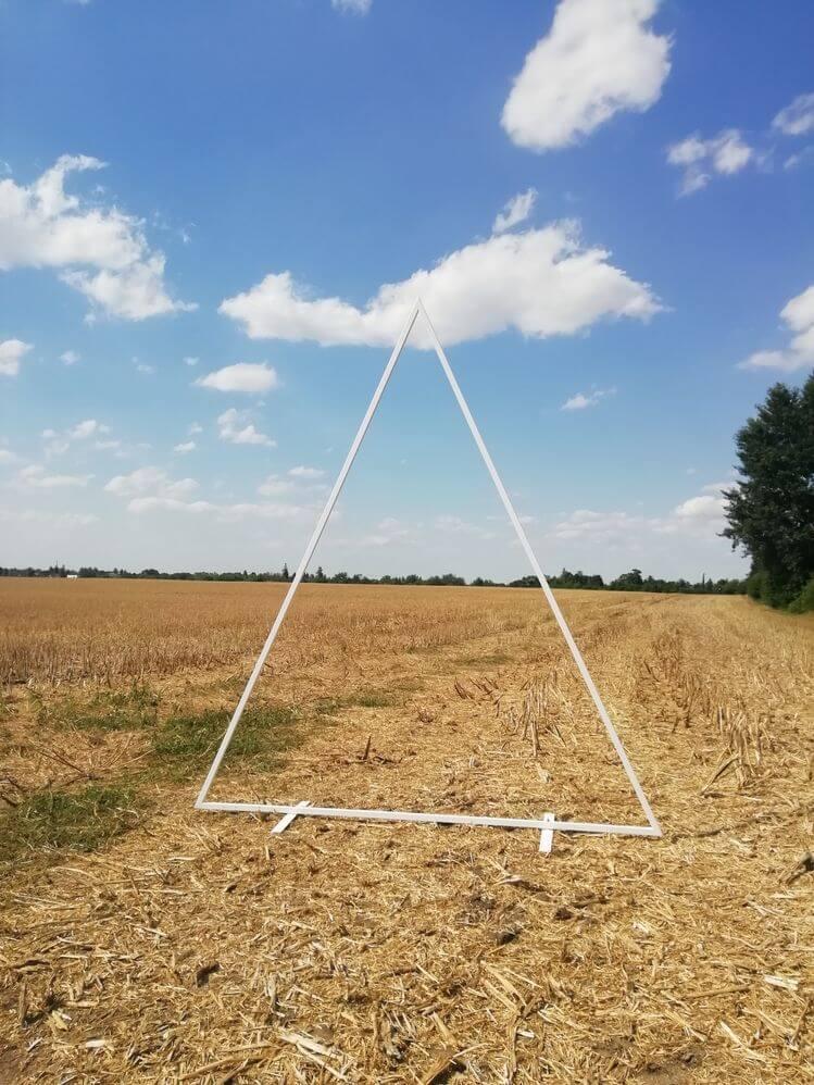 slavobrána trojúhelník bílý